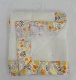 印刷されたサテンのボーダーが付いている固体Sherpaの赤ん坊毛布