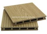 2017 Deck impermeável ao ar livre de venda quente WPC Flooring Deck Oco