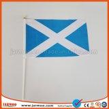 Mini personalizado ondeando la bandera nacional de la mano en venta