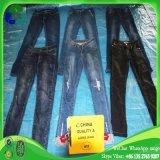 Ropa usada pantalones vaqueros de las señoras para la venta