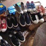 在庫の安い子供の偶然靴