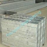 Bien empaquetado reja de acero usada como camino Drenaje