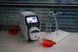 مختبر مادّة كيميائيّة تمعّجيّ يجرب مضخة