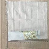 Tissu humide de main utilisé dans le restaurant après consommation