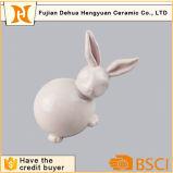 Figurine di ceramica del coniglio lustrato colore rosa del coniglietto di pasqua