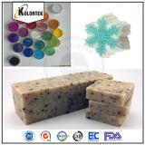 着色された雲母及び粉の顔料の石鹸カラー
