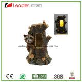 Het decoratieve Standbeeld van de Wasbeer Polyresin met ZonneLicht voor de Decoratie van het Huis en van de Tuin