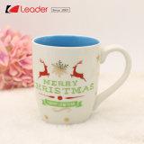 La tazza di ceramica dentellare di natale per i regali domestici di festa e della decorazione, rende il vostro natale allegro