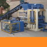 Blocco automatico che fa macchinario per la costruzione di strada