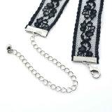 ゴシック様式黒いレースのハンドメイドのかぎ針編みによってはチョークバルブのネックレスが開花する