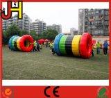 Venta caliente bola rodante inflables juguetes para el deporte juego