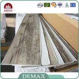 Plancher auto-adhésif intense de l'étage Tiles/PVC de vinyle de résistance à l'usure