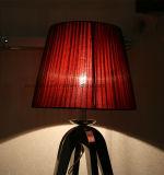 Leito de malha vermelha decorativa iluminação do quarto