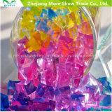 L'acqua di cristallo a forma di del terreno del cubo borda il riempitore del vaso della decorazione di cerimonia nuziale