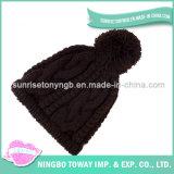 Tricotage à la main du chapeau en gros fait sur commande de noir de chapeau de l'hiver de la Chine