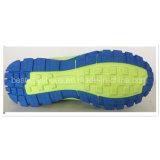 Chaussures d'enfants pour des garçons dans la maille