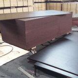 Madera contrachapada impermeable de la cara de la película de Brown de la base del álamo para la construcción (21X1250X2500m m)