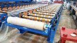 Glasig-glänzende gewölbte Metalldach-Fliesen, die Maschine bildend rollen