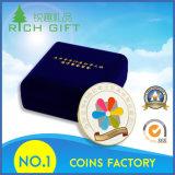 カスタマイズされた挑戦硬貨はとのくり抜き、警察はデザインに記章を付ける