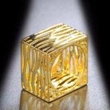 نوع ذهب يصفّى لون مجوهرات حل بدون حجارة لأنّ نساء