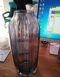 Стеклянная ваза для украшения