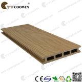 De houten Samengestelde Plastic Bevloering van de Korrel
