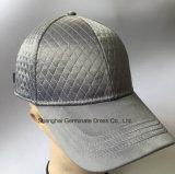 Gorra de béisbol de la manera en tela del satén con la columna sólida (LY108)