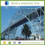 주문을 받아서 만들어진 보행자용 다리 베일리 브리지 강철 구조물
