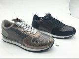 ジッパー(ET-MTY160334W)が付いている偶然PUの女性のスポーツの靴