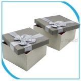 서류상 선물 상자 또는 보석함 또는 포장 상자 또는 물결 모양 상자