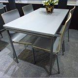 現代様式4のSeaterの鋼鉄木製の食堂テーブル