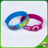 Farbe gefüllter kundenspezifischer Firmenzeichen-SilikonWristband für Geschenk