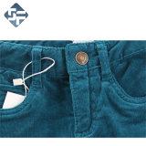 Pantaloni del velluto a coste della ragazza