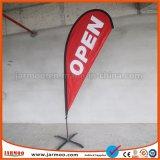 Рекламный баннер, баннер на открытом воздухе, под знаменем