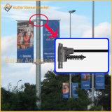 画像媒体の表記のハンガー(BT11)を広告している金属の街灯ポーランド人