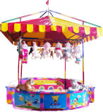 Afortunado jogando a cabine do carnaval dos jogos de Amusment das moedas