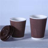 習慣によって印刷される簡単な浮彫りにされたコーヒーペーパー熱いコップ
