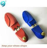 Crear el árbol de madera del zapato para requisitos particulares de la pintura superficial del color