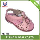 La conception de haute qualité Vente chaude belle fille sandales de PU plat