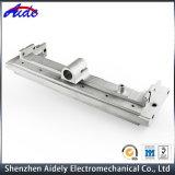 Metal da máquina do CNC que processa as peças de alumínio para o automóvel