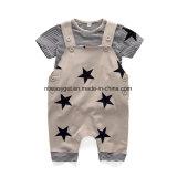 かわいい男の子の衣服の幼児の男の子のロンパースのジャンプスーツのオーバーオールの縞のロンパースセットEsg10169