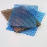 Espaço livre e folha lustrosa colorida do PC da folha do policarbonato para o projeto