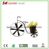 Roda de metal com três vasos da plantadeira placa na parede para jardim e decoração de paredes