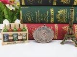 Medalhões de lembrancinha fundidos de prata antiga
