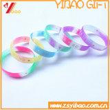 Lueur dans le bracelet foncé de mode en caoutchouc de silicones pour le sport