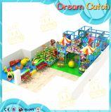 Campo da giuoco dell'interno dei capretti con i giochi molli per il parco di divertimenti