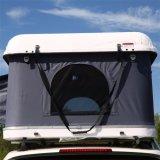 ラックが付いている最も新しく堅いシェルの屋根の上のテント