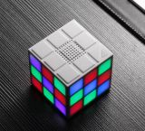Altavoz sin hilos portable colorido del cubo LED Bluetooth V4.1 mini