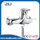 Único Lever Bathroom Faucet com Long Spout Brass Divertor