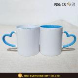 Tasse en céramique de sublimation blanc avec poignée Coeur bleu